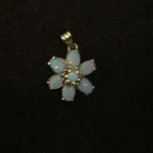 Jewelry - 14k gold opal pendant